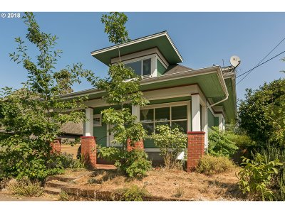 Portland Single Family Home For Sale: 5723 SE Bush St