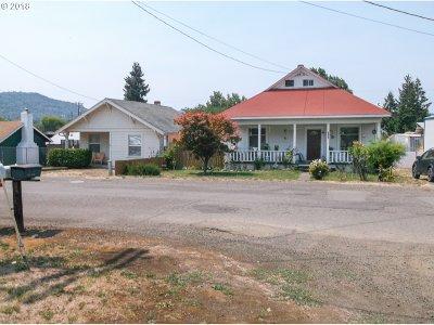 Roseburg Single Family Home For Sale: 1062 NE Post St