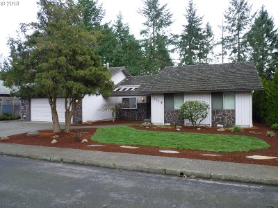 Milwaukie, Gladstone Single Family Home For Sale: 1115 Stonewood Ct