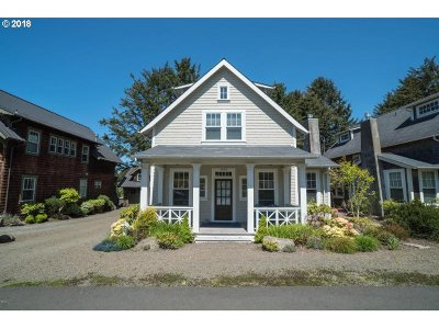 Lincoln City Single Family Home For Sale: 2063 NE 56th Dr