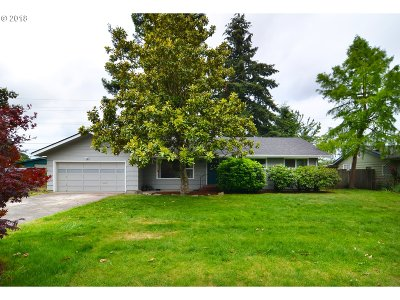 Springfield Single Family Home For Sale: 2864 Wayside Loop
