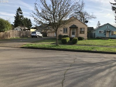 Springfield Single Family Home For Sale: 1063 C St