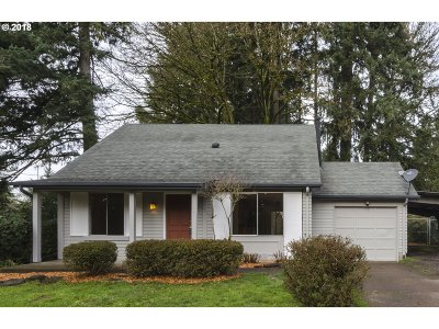Milwaukie Single Family Home For Sale: 1885 SE Oak Shore Ln