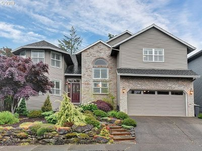 Lake Oswego Single Family Home For Sale: 5937 Bay Point Dr