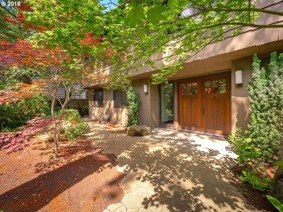 Lake Oswego Single Family Home For Sale: 686 Ridgeway Rd