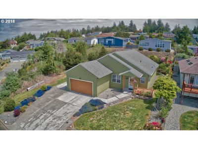Coos Bay Single Family Home For Sale: 745 Tricia Pl