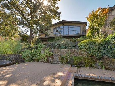Lake Oswego Single Family Home For Sale: 951 Lake Front Rd