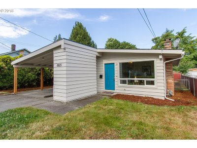 Milwaukie Single Family Home For Sale: 8825 SE 32nd Ave