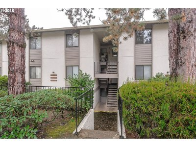 Milwaukie Condo/Townhouse For Sale: 3134 SE Lake Rd