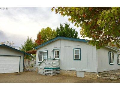 Myrtle Creek Single Family Home For Sale: 176 October Dr