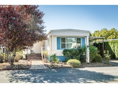 Eugene Single Family Home For Sale: 1400 Candlelight Dr Space #155