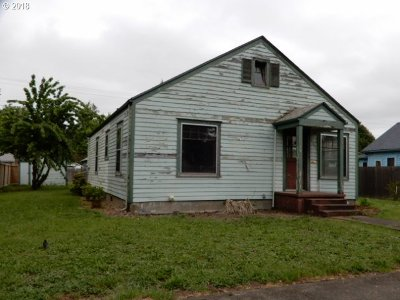 Springfield Single Family Home For Sale: 844 D St