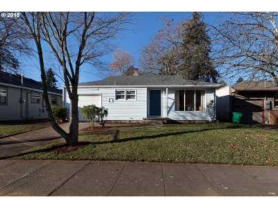 Multnomah County Single Family Home For Sale: 5123 SE 58th Ave