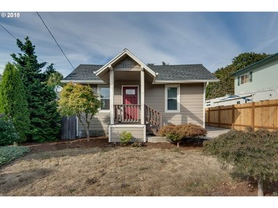 Milwaukie, Clackamas, Happy Valley Single Family Home For Sale: 2601 SE Chestnut St