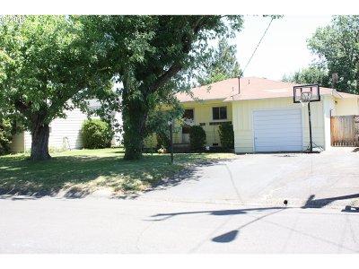 Roseburg OR Single Family Home For Sale: $209,900