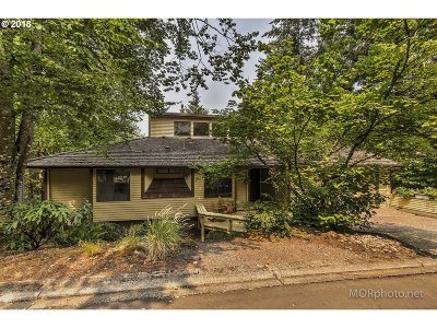 Lake Oswego Single Family Home For Sale: 10 Partridge Ln