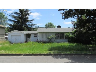 Sutherlin Single Family Home For Sale: 940 E First Ave