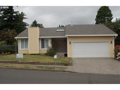 Troutdale Single Family Home For Sale: 425 SE 15th St