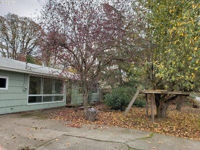 Eugene Single Family Home For Sale: 1363 Acorn Park St