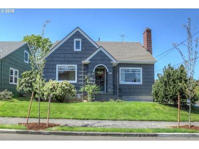 Portland Single Family Home For Sale: 7059 N Fairport Pl