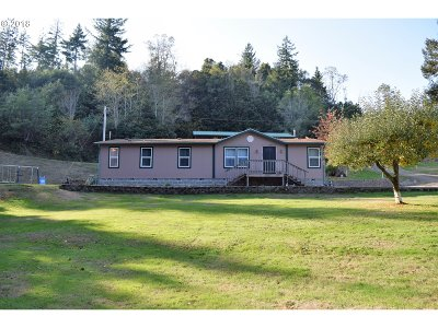 Gold Beach Single Family Home For Sale: 32776 Cedar Valley Rd