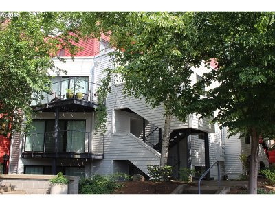 Condo/Townhouse For Sale: 910 NW Naito Pkwy #I8