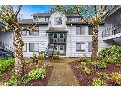 Lake Oswego Condo/Townhouse For Sale: 4000 Carman Dr #F90