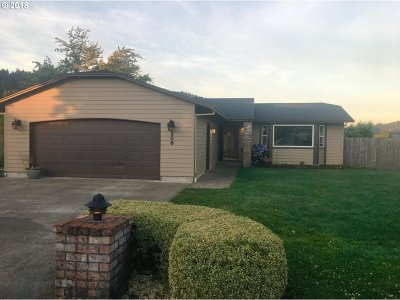 Sutherlin Single Family Home For Sale: 208 Valley Ct