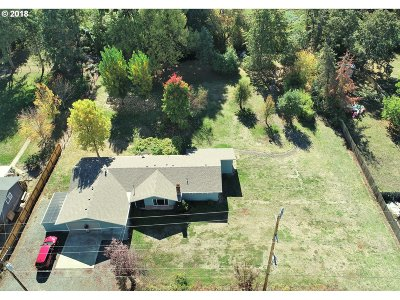 Roseburg Single Family Home For Sale: 159 Fawn Dr