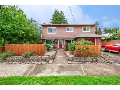 Portland Single Family Home For Sale: 2825 SE 63rd Ave