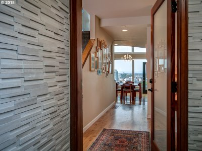 Portland Condo/Townhouse For Sale: 2212 SW Hoffman Ave