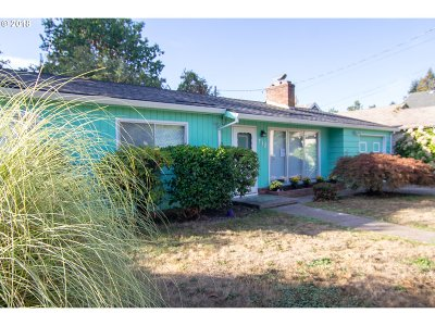 Newberg Single Family Home For Sale: 712 E Sherman St