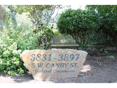Multnomah County Condo/Townhouse For Sale: 3863 SW Canby St
