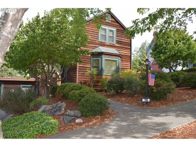 Coquille Single Family Home For Sale: 786 S 1st Ave