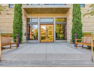 Portland Condo/Townhouse For Sale: 2351 NW Westover Rd #604