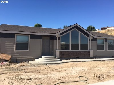 Pendleton Single Family Home For Sale: 3068 SW River View Dr