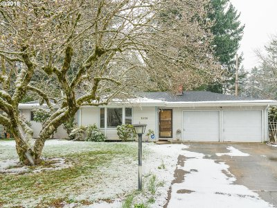 Portland Single Family Home For Sale: 3830 SE 150th Ave
