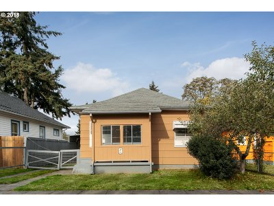 Single Family Home For Sale: 6737 SE Steele St