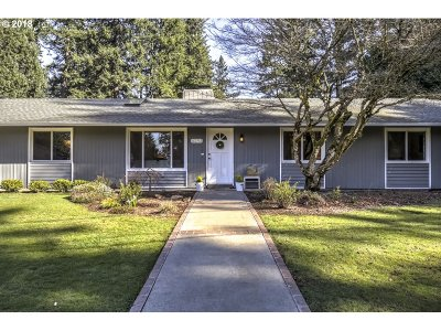 Lake Oswego Single Family Home For Sale: 6243 SW Dawn St