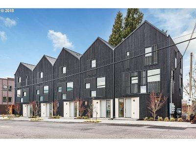 Single Family Home For Sale: 5745 E Burnside St