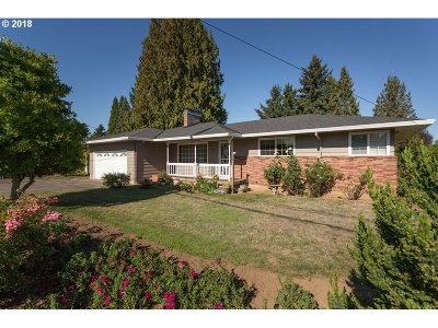Milwaukie Single Family Home For Sale: 6411 SE Monroe St