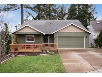 Clackamas County Single Family Home For Sale: 735 SE Forest Glen Rd
