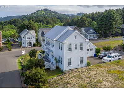 Lincoln City Single Family Home For Sale: 5000 Mullberry