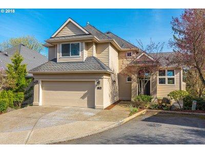 Lake Oswego Single Family Home For Sale: 10 Morningview Ln