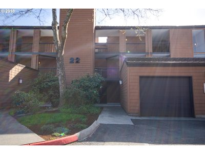 Lake Oswego Condo/Townhouse For Sale: 153 Oswego Smt