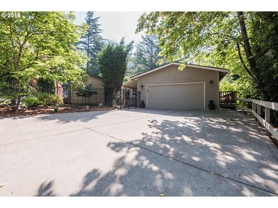 Lake Oswego Single Family Home For Sale: 17790 Overlook Cir