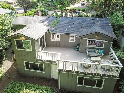 Portland Single Family Home For Sale: 9501 SW 8th Dr