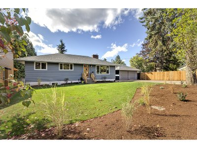 Milwaukie Single Family Home For Sale: 15917 SE Arista Dr