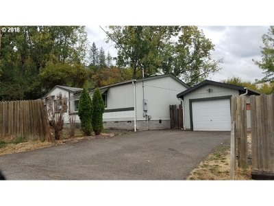Roseburg Single Family Home For Sale: 929 NE Rifle Range St