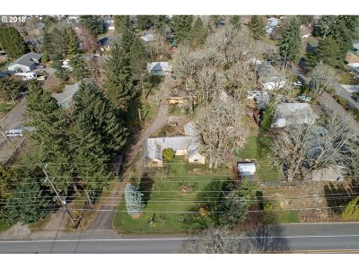 Milwaukie Single Family Home For Sale: 6609 SE Jennings Ave